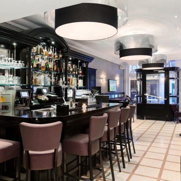 Lobby, bar and reception